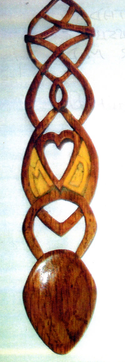 gallery/Members_Carvings/Arthur%20Brook/lovespoonforpresent.jpg
