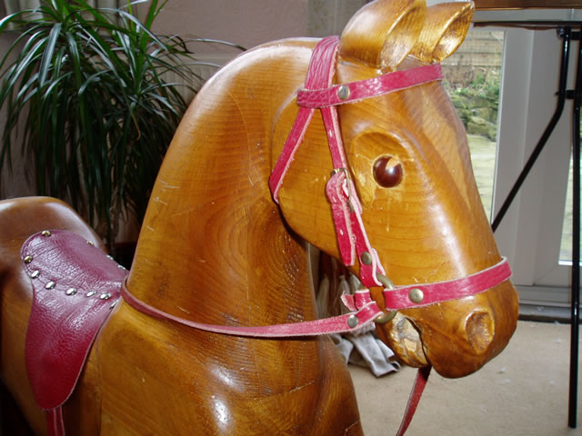 gallery/Members_Carvings/David-Hey/rocking_horse_detail_pine.jpg